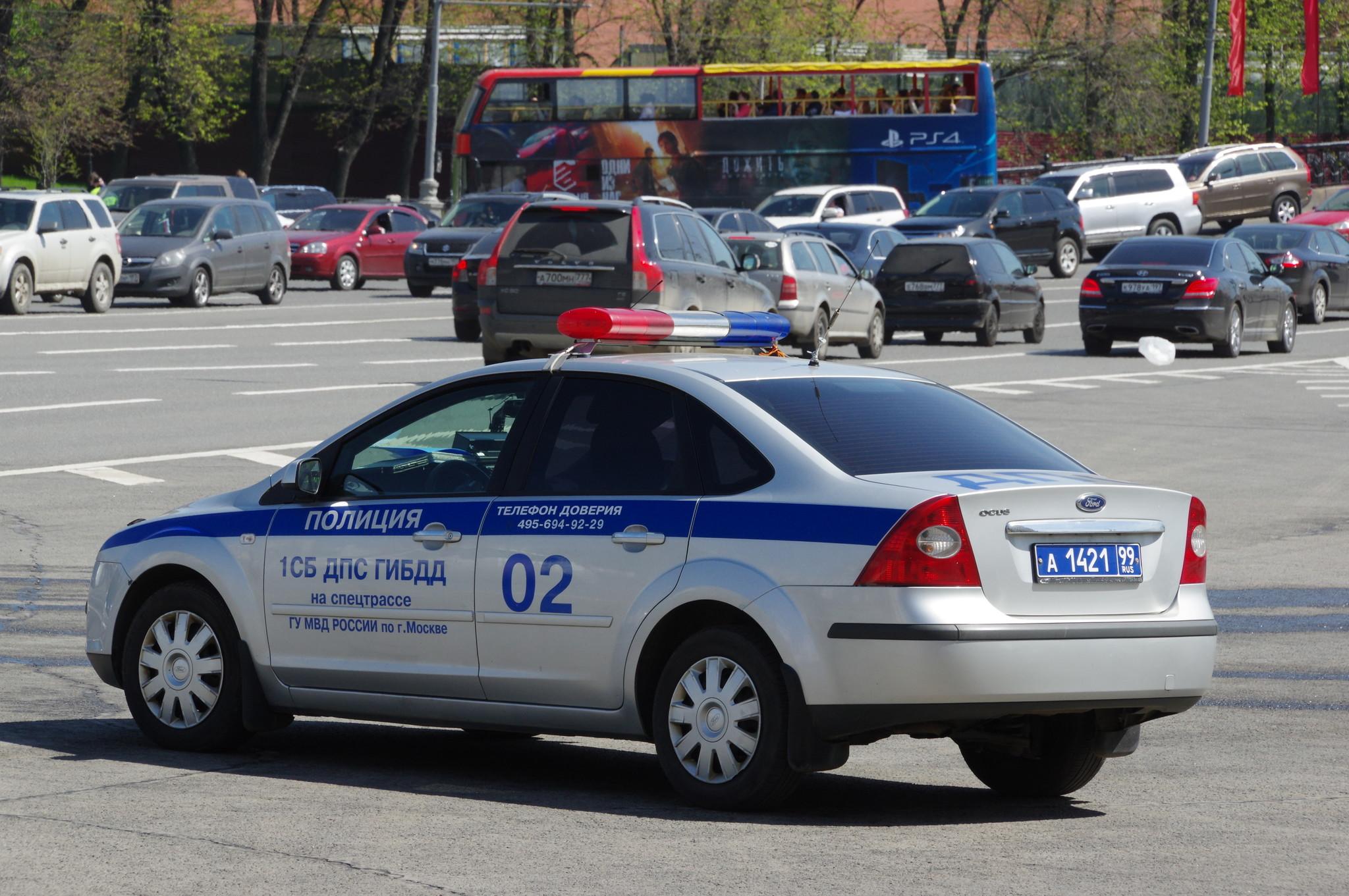 Автомобиль 1 Специализированного батальона ДПС ГИБДД на спецтрассе ГУ МВД России по г. Москве