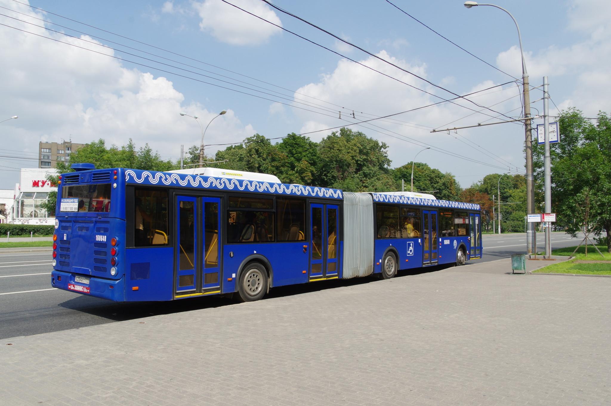 Сочленённый автобус ЛиАЗ-6213.22 № 160640 (госномер: Е 254 КТ 777) на Комсомольском проспекте