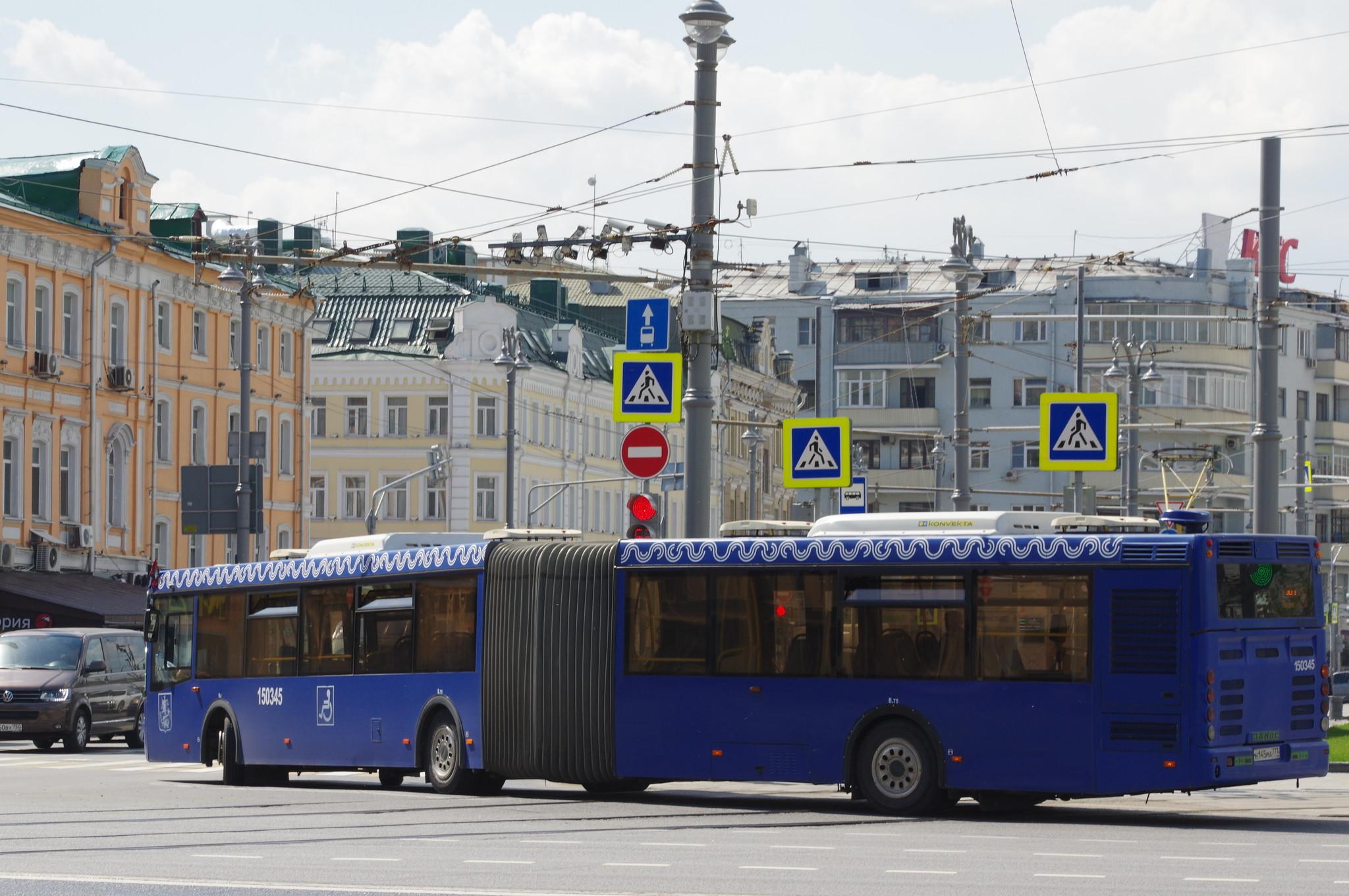 Автобус ЛиАЗ-6213.22 № 150345 на площади Тверская Застава