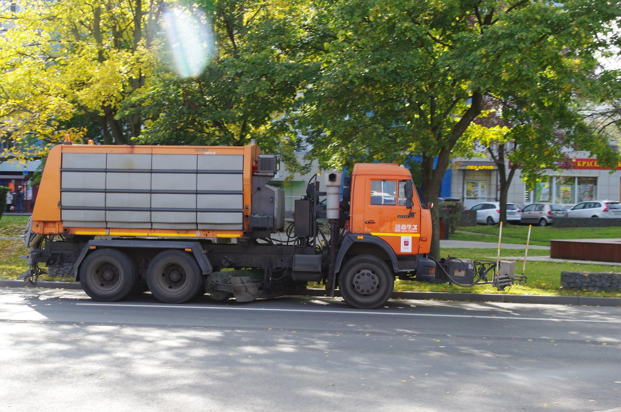 На улице Лескова