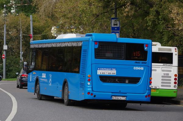 Автобусы ЛиАЗ 5292 и ЛиАЗ 6213 на улице Советской Армии