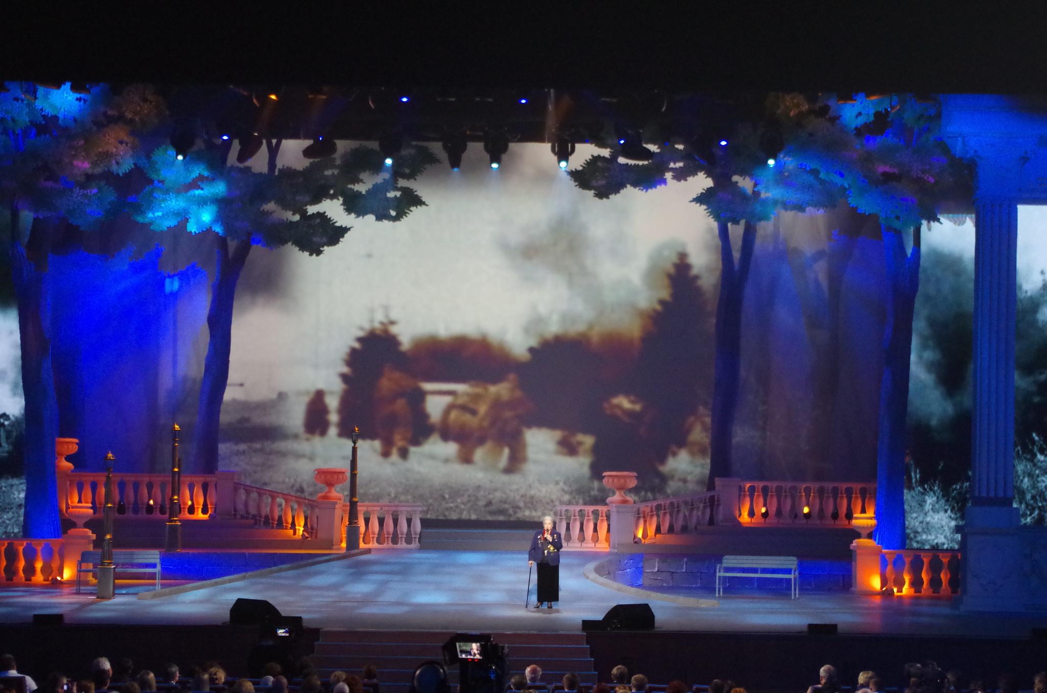Народная артистка СССР Элина Быстрицкая на сцене Государственного Кремлёвского дворца
