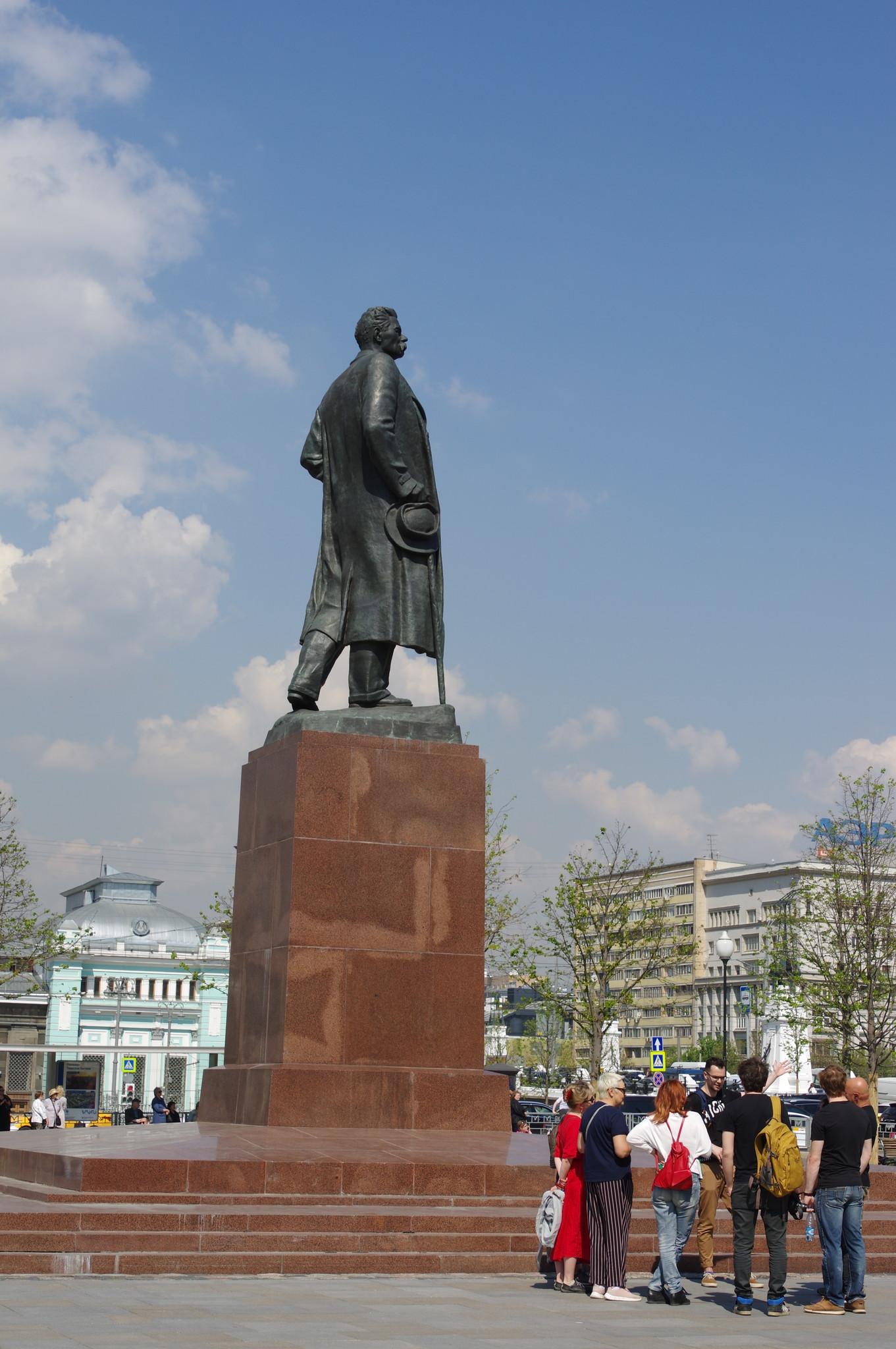 Памятник Максиму Горькому на площади Тверской Заставы