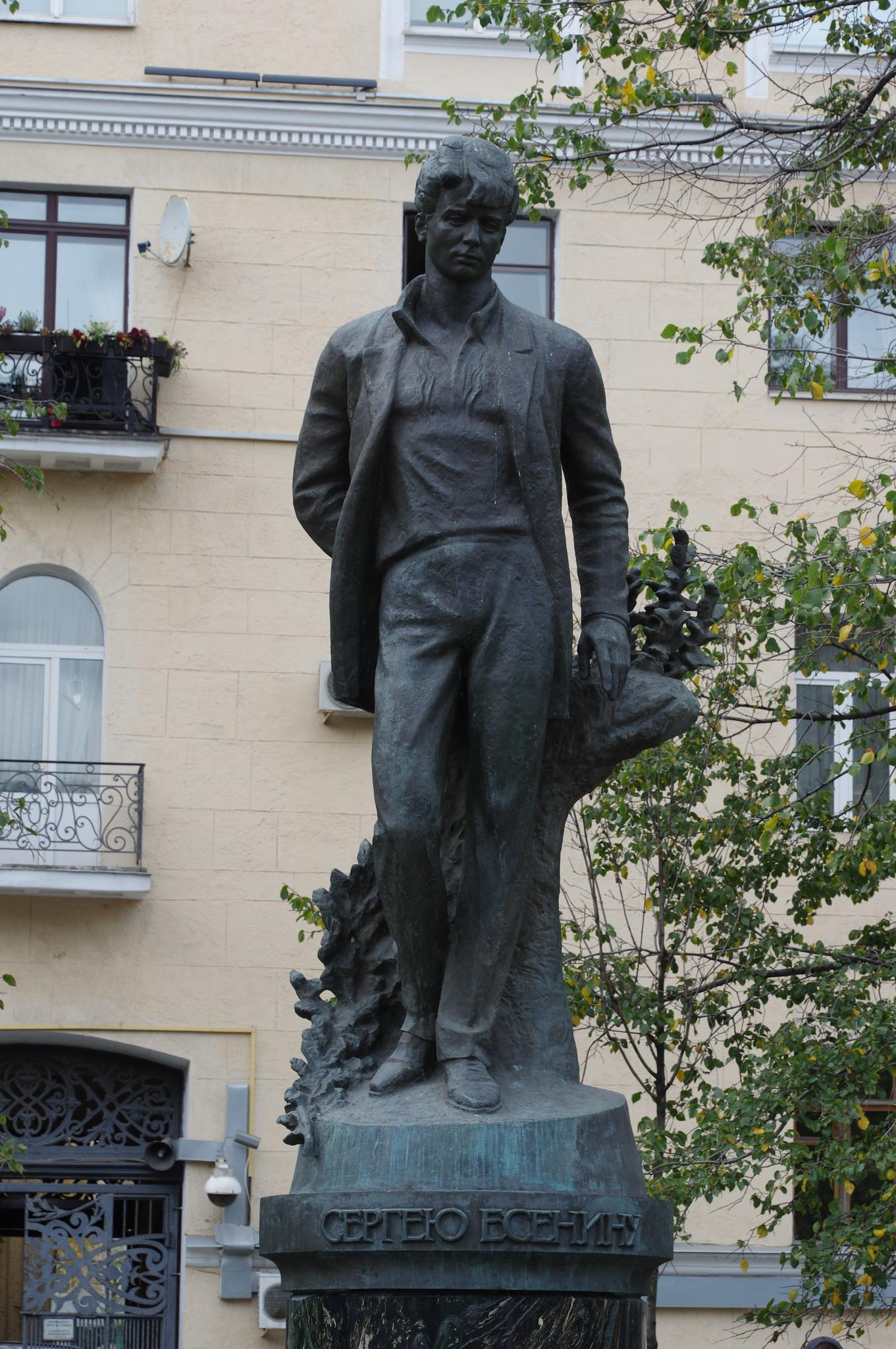 Памятник Сергею Есенину на Тверском бульваре