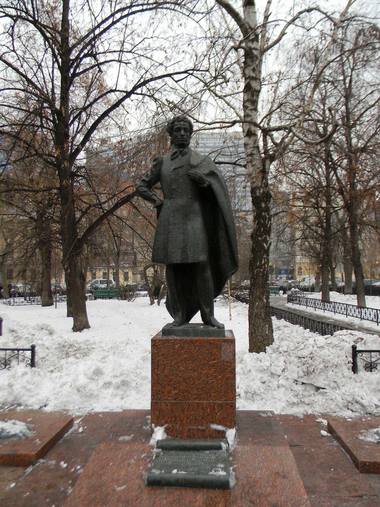 Памятник А.С. Пушкину в сквере Спасопесковской площади