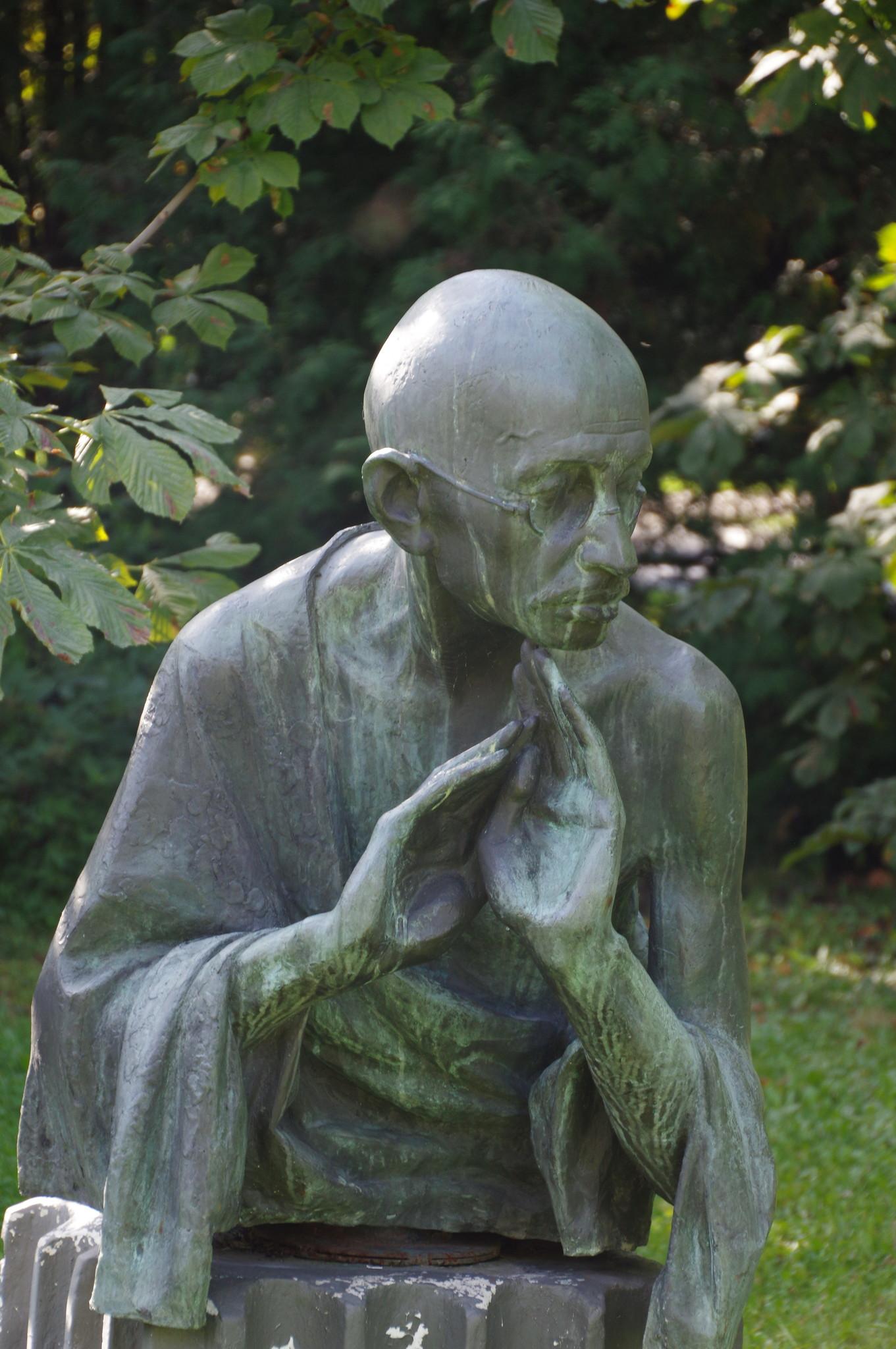 Махатма Ганди. Рябичев Д.Б. 1984 г. Бронза. Парк искусств «Музеон»
