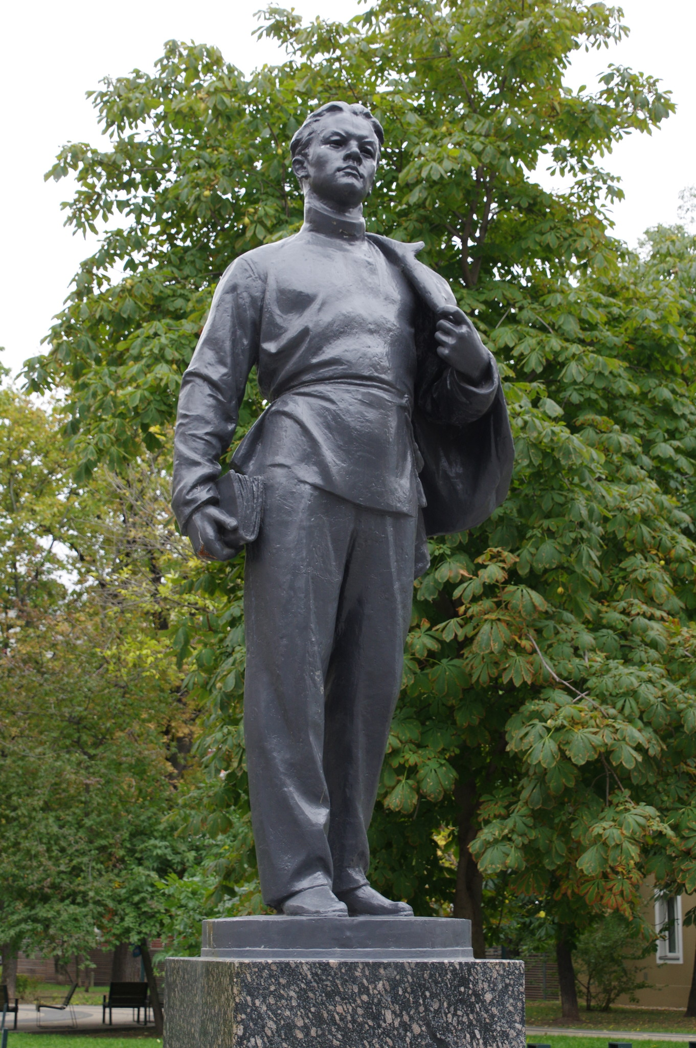 Памятник «Ленин-гимназист» (переулок Огородная слобода, дом 6)