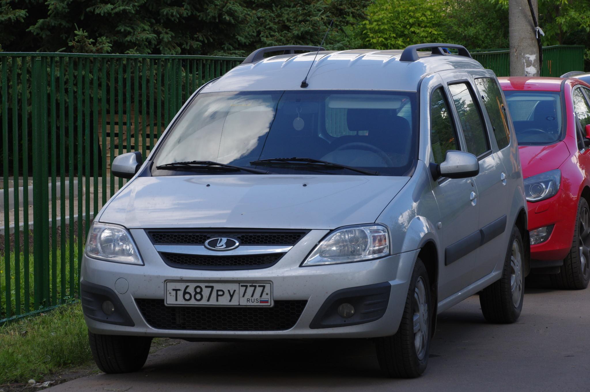 Автомобиль Lada Largus