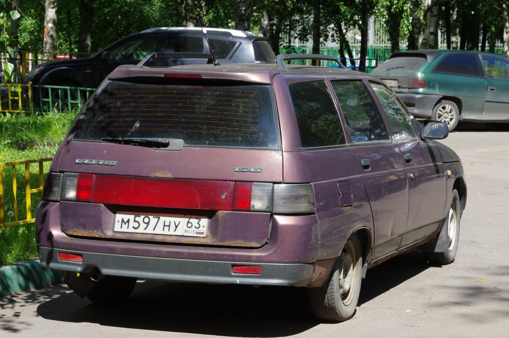Автомобиль ВАЗ-2111 (LADA 111)
