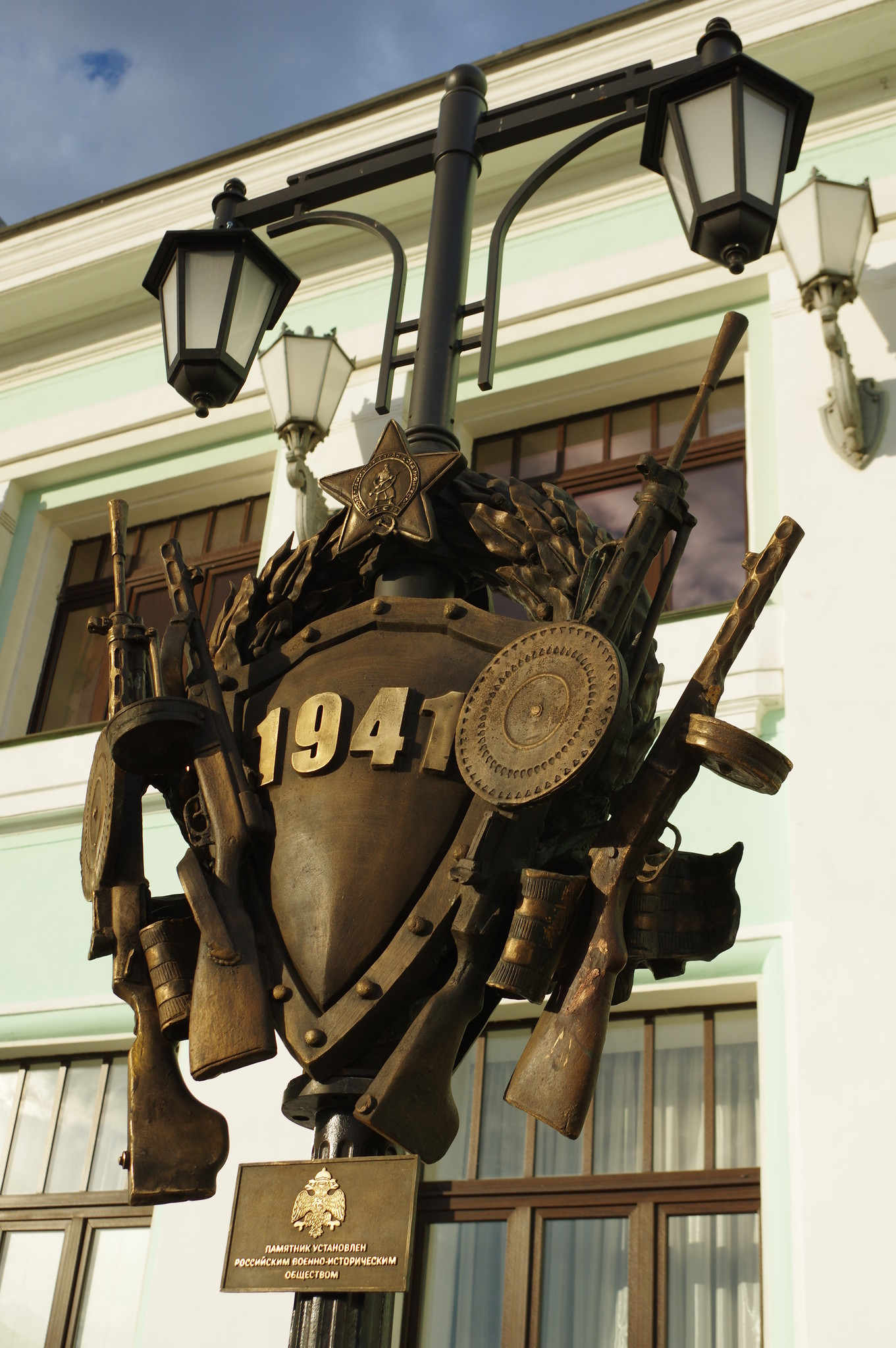 Памятник «Прощание славянки» на Белорусском вокзале