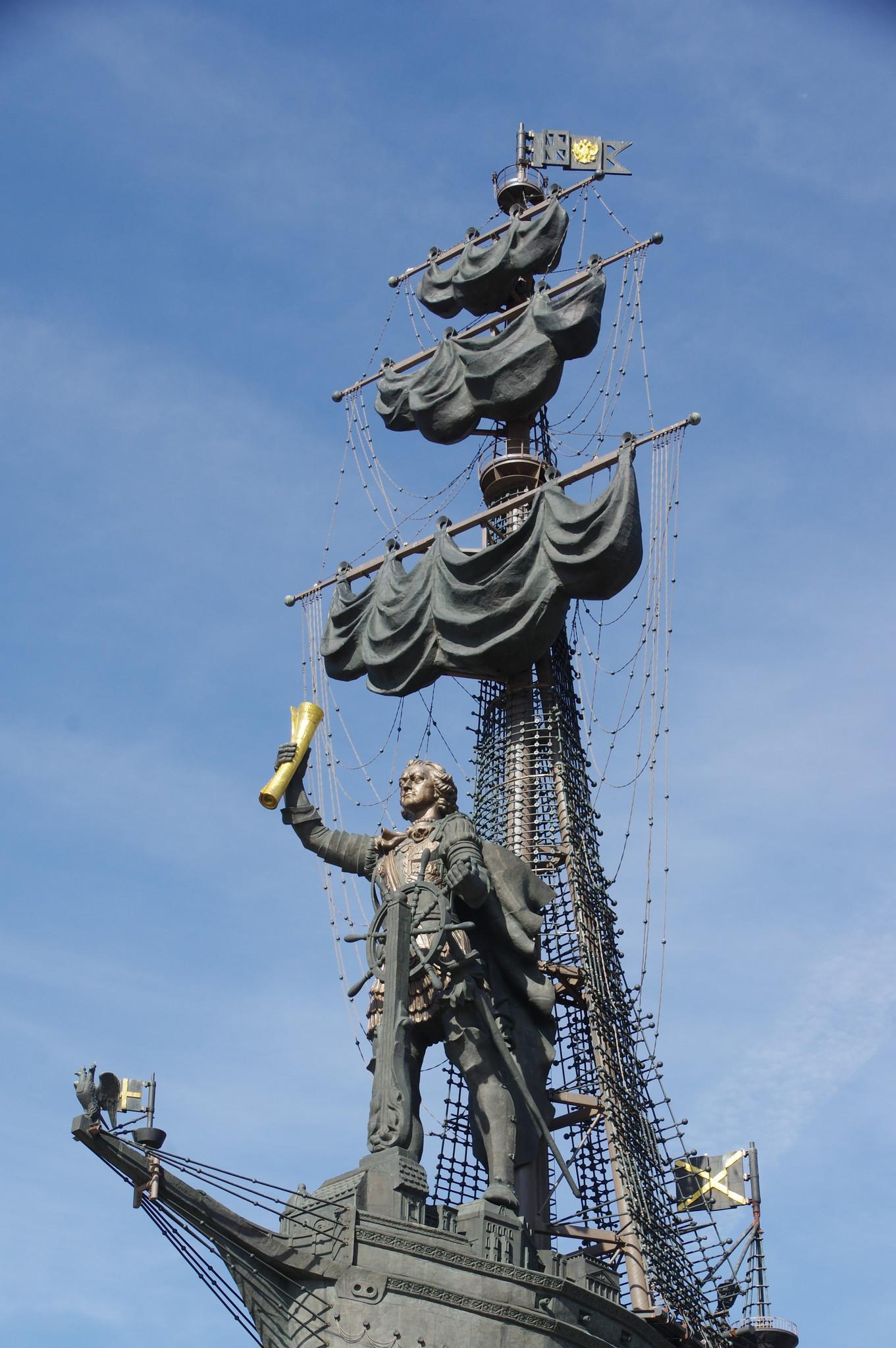 Памятник «В ознаменование 300-летия российского флота». Автор Зураб Церетели