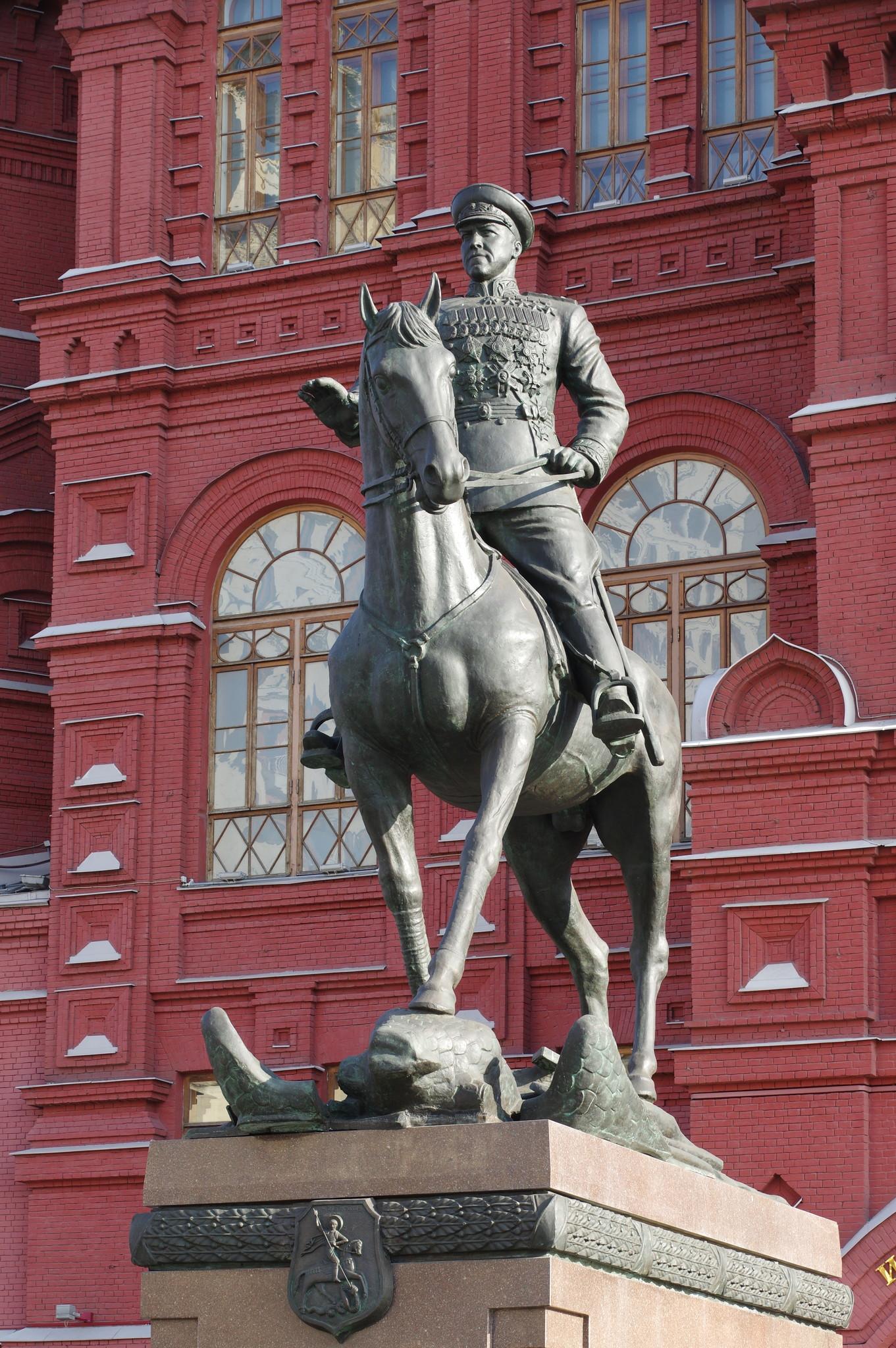 Памятник Георгию Константиновичу Жукову на Манежной площади