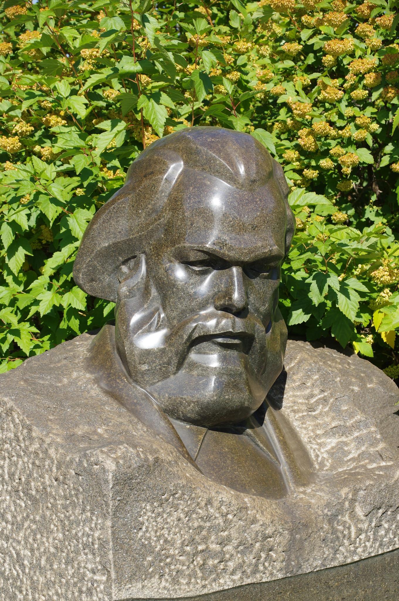 Карл Маркс. 1939 г. Гранит. Меркуров С.Д. Парк искусств «Музеон»