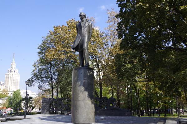 Памятник Михаилу Юрьевичу Лермонтову на Лермонтовской площади