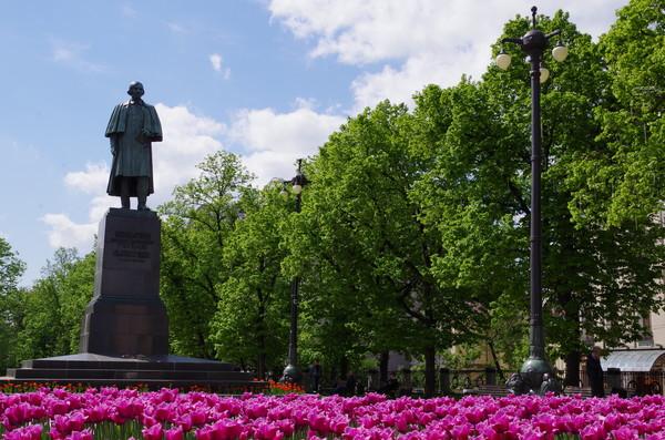 Памятник Николаю Васильевичу Гоголю на Пречистенском бульваре (ныне Гоголевский)