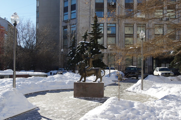 Скульптура «Весть» установлена в Москве в Брюсовом переулке