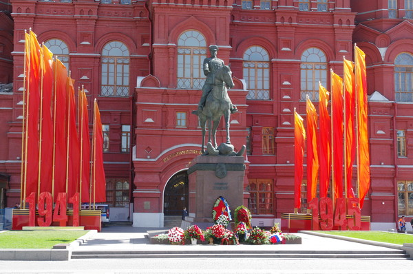 Памятник Маршалу Советского Союза Георгию Константиновичу Жукову на Манежной площади
