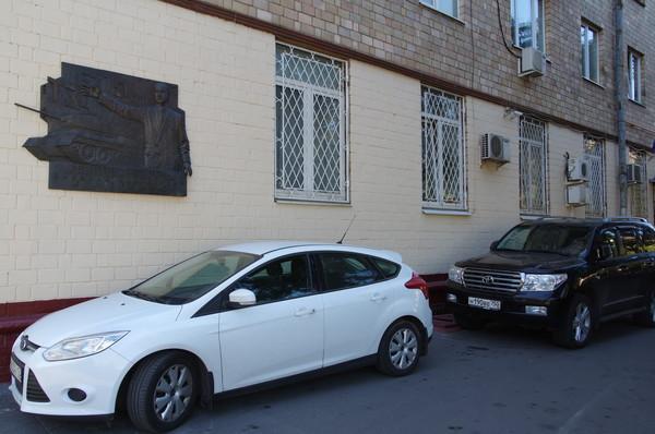 Мемориальная доска Н.А. Кучеренко на доме № 23 по улице Усиевича в Москве