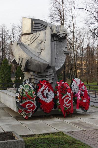 Памятник погибшим в 1982 году на стадионе Лужники