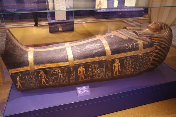 Саркофаг Маху, держателя участка земли храма Амона. Новое царство, 18 династия, XVI-XIV вв до н.э. Дерево, краска, позолота, паста