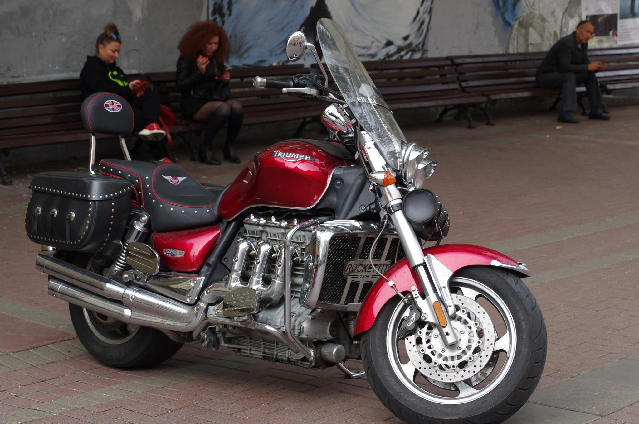 Мотоцикл Triumph Rocket 3 на Арбате