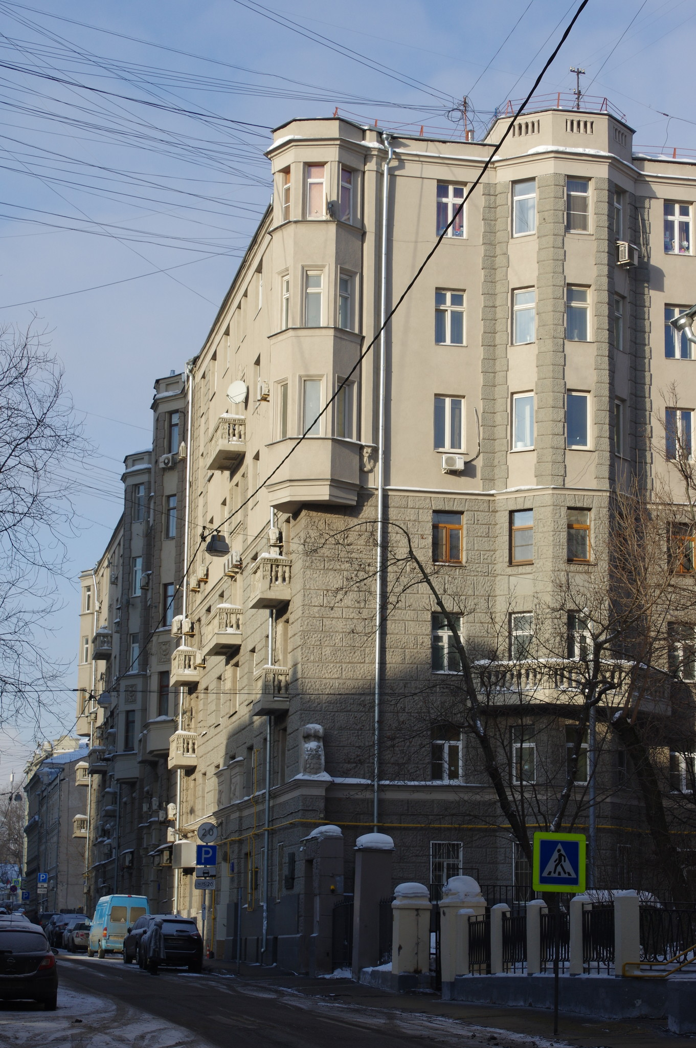 Большой Казённый переулок, дом 7. Здесь с 1949 года по 1962 год жил генерал-полковник инженерно-технической службы Борис Львович Ванников