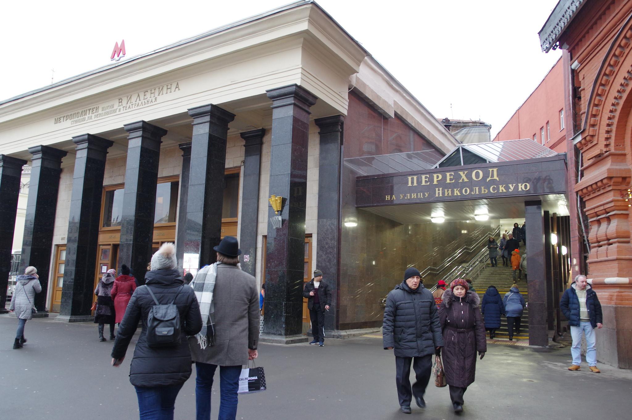Переход с площади Революции на Никольскую улицу