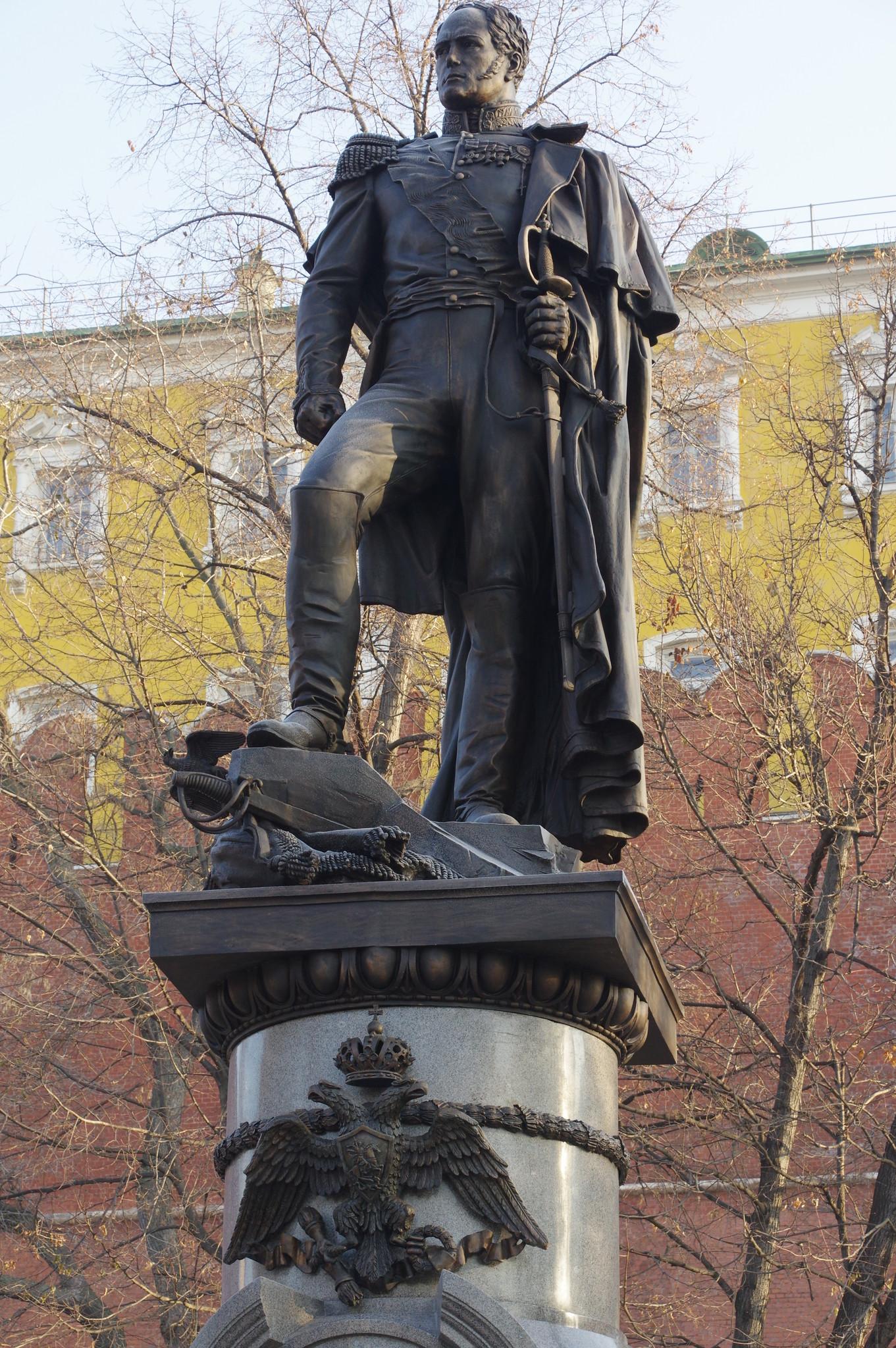 Памятник императору Александру I в Александровском саду у стен Московского Кремля