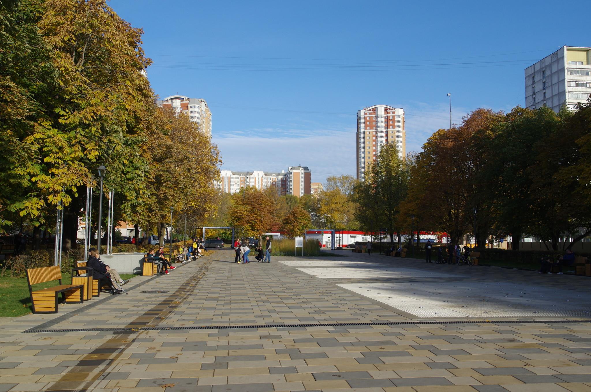Сухой светомузыкальный фонтан в парке имени Святослава Фёдорова