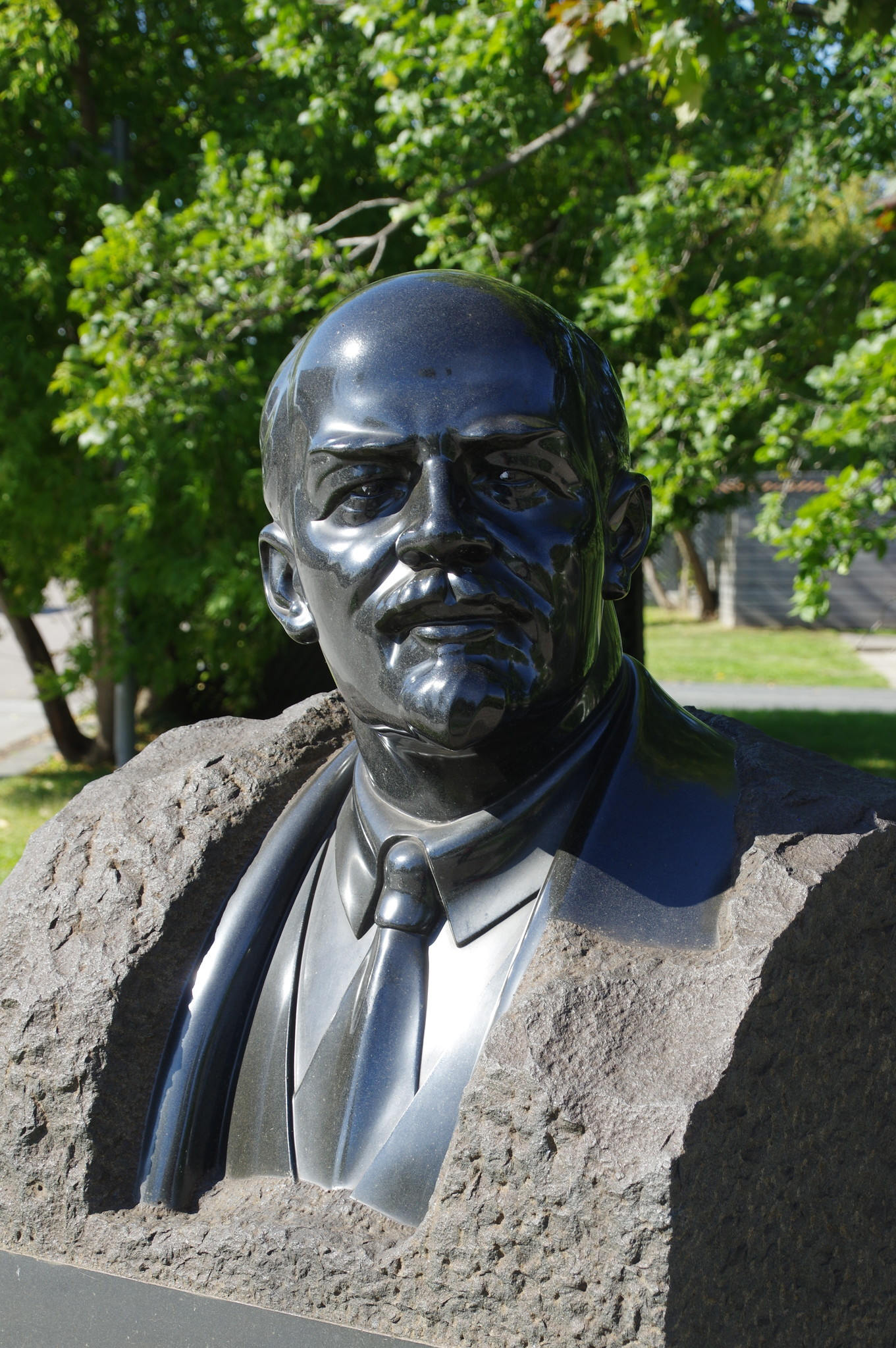 В.И. Ленин. 1939 г. Гранит. Меркуров С.Д. Парк искусств «Музеон»