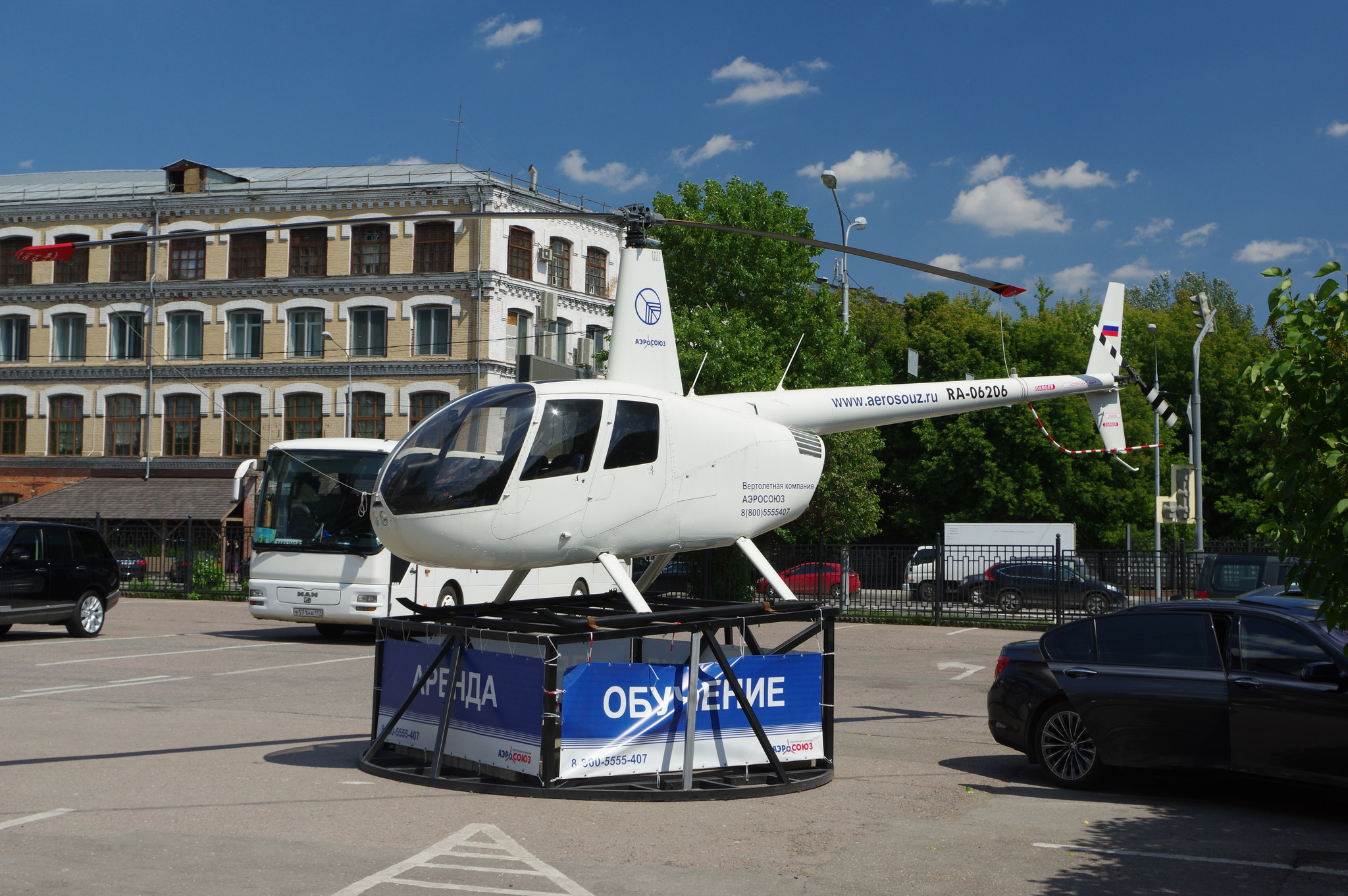 Лёгкий вертолёт Robinson R44 (RA-06206)