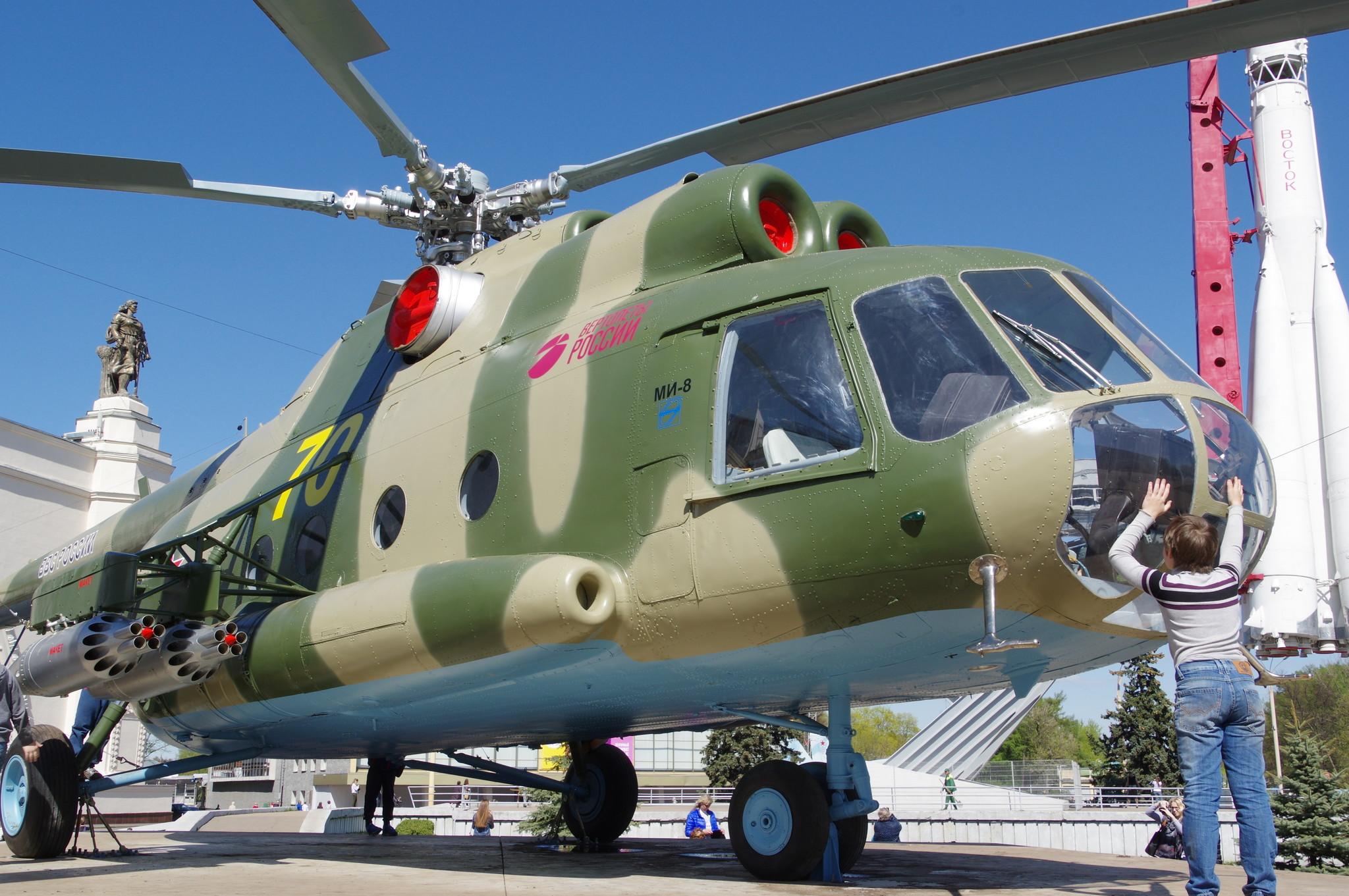 Транспортно-десантный вертолёт Ми-8Т на ВДНХ