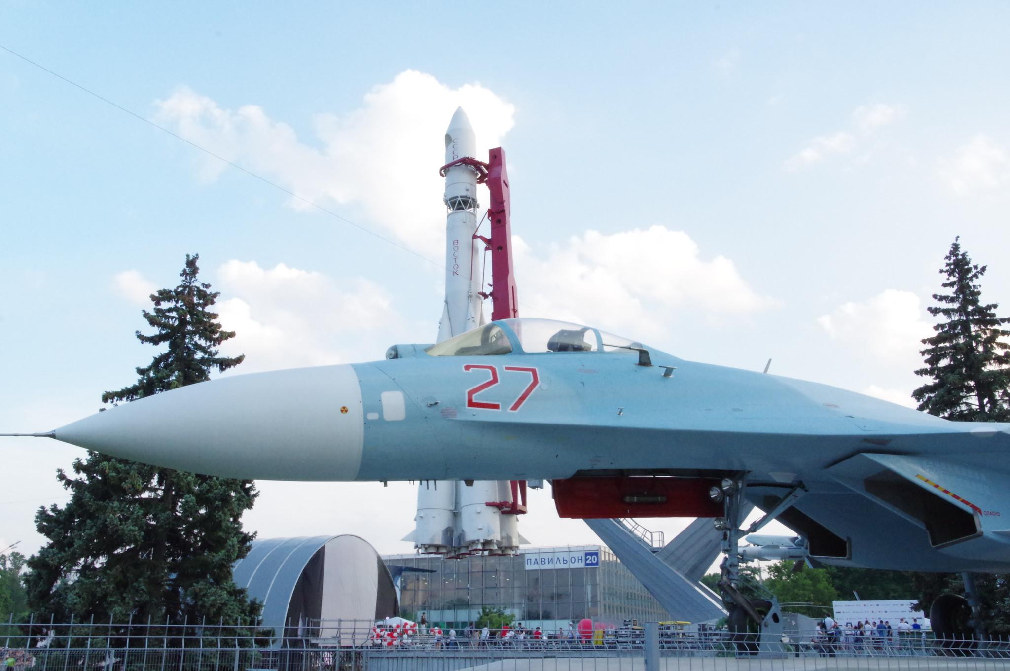 Истребитель Су-27 на ВДНХ