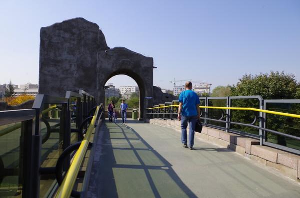 Мост через Большую Грузинскую улицу в Московском зоопарке