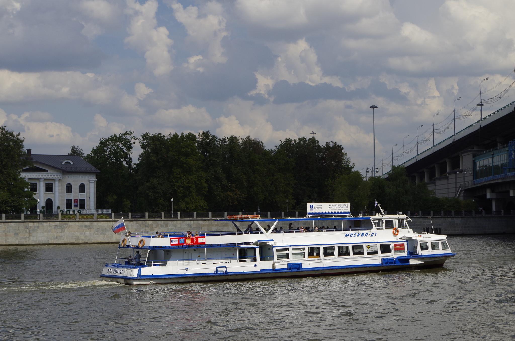 Пассажирский прогулочный теплоход «Москва-21»