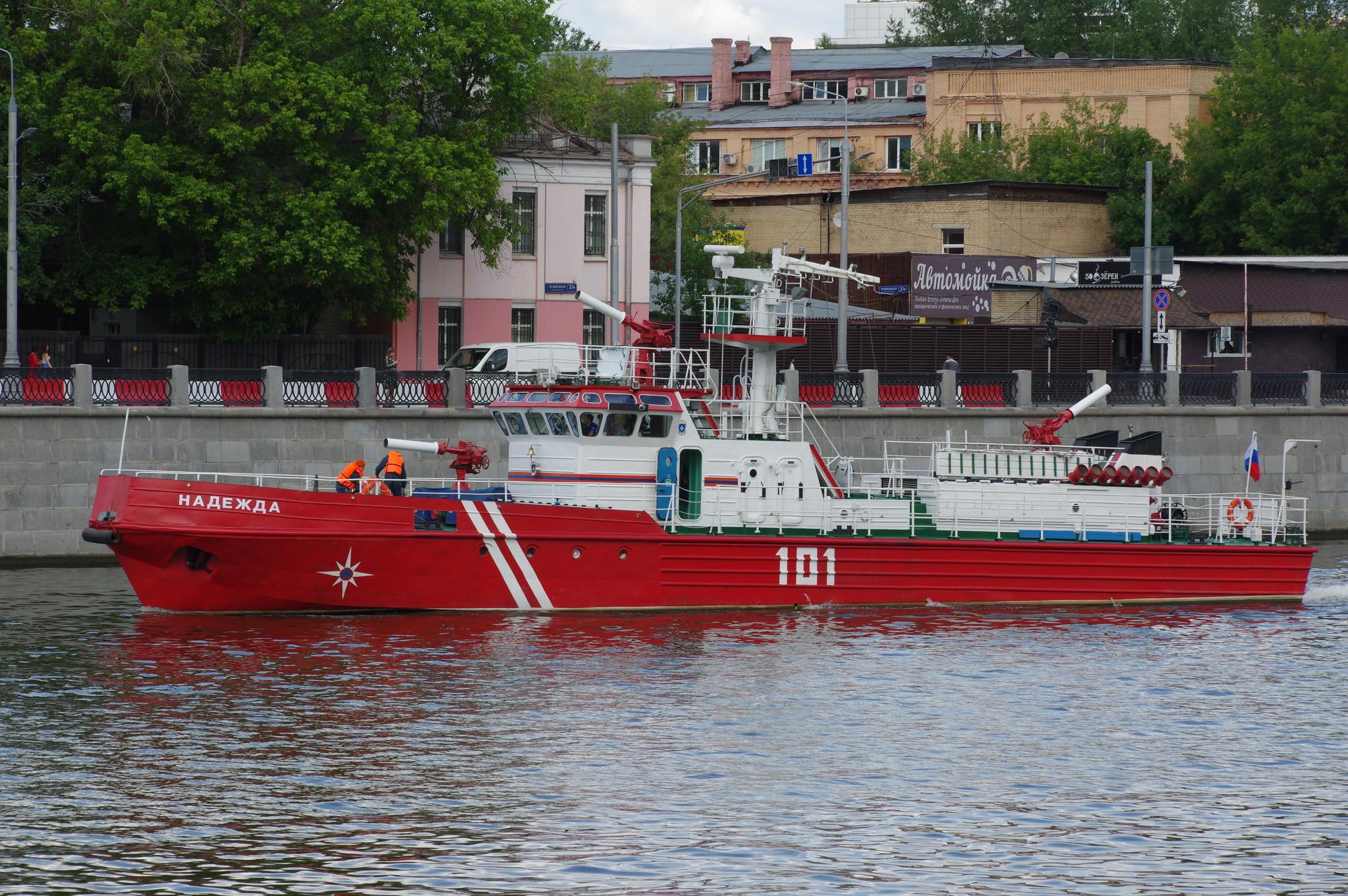 Пожарный корабль «Надежда» с 2003 года неустанно несёт службу, бороздя воды Москва-реки