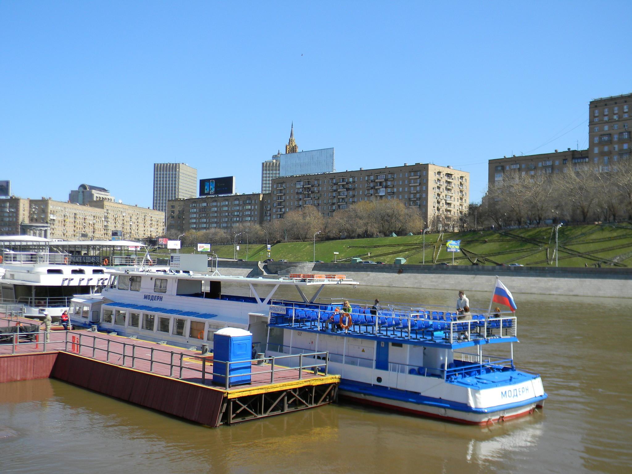Речной круиз по Москве-реке на комфортабельном теплоходе «Модерн», с отправлением от причала «Киевский вокзал»