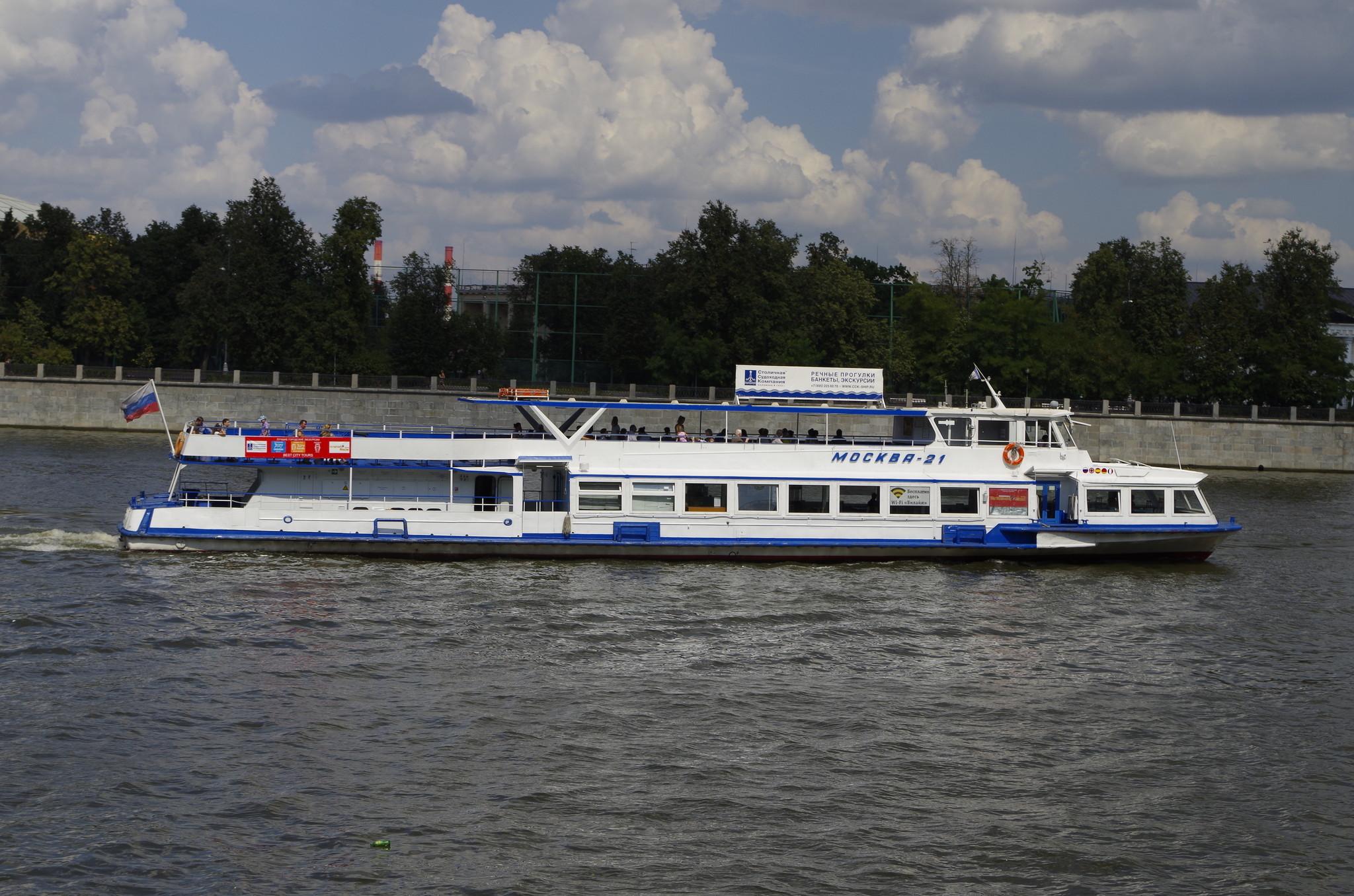 Теплоход «Москва-21» на Москве-реке