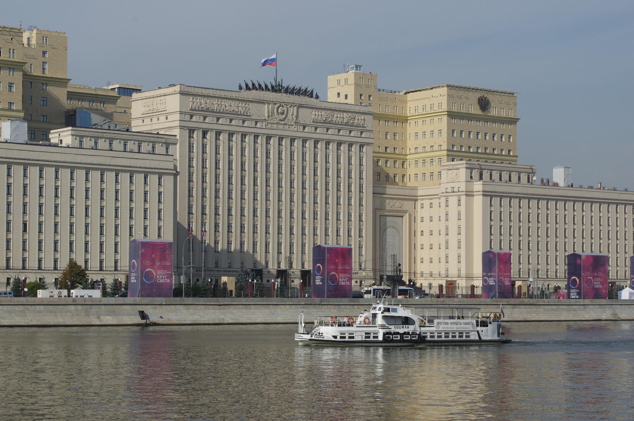 Прогулочный теплоход «Лоцман» был построен в 1957 году на Московском судостроительном заводе. Теплоход относится к судам типа «Москвич»