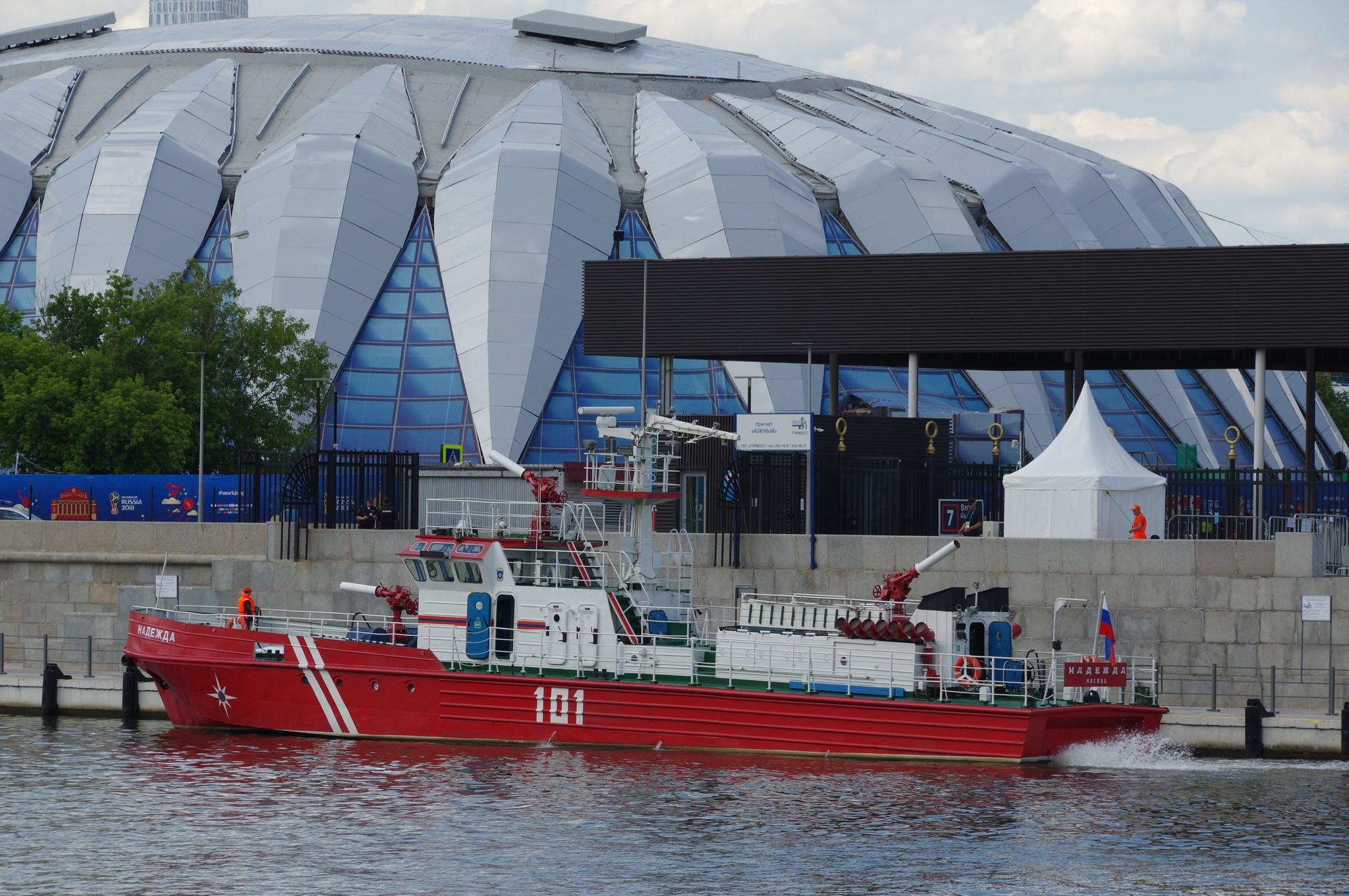 Пожарный корабль «Надежда». Причал Лужники - Южный. Лужнецкая набережная