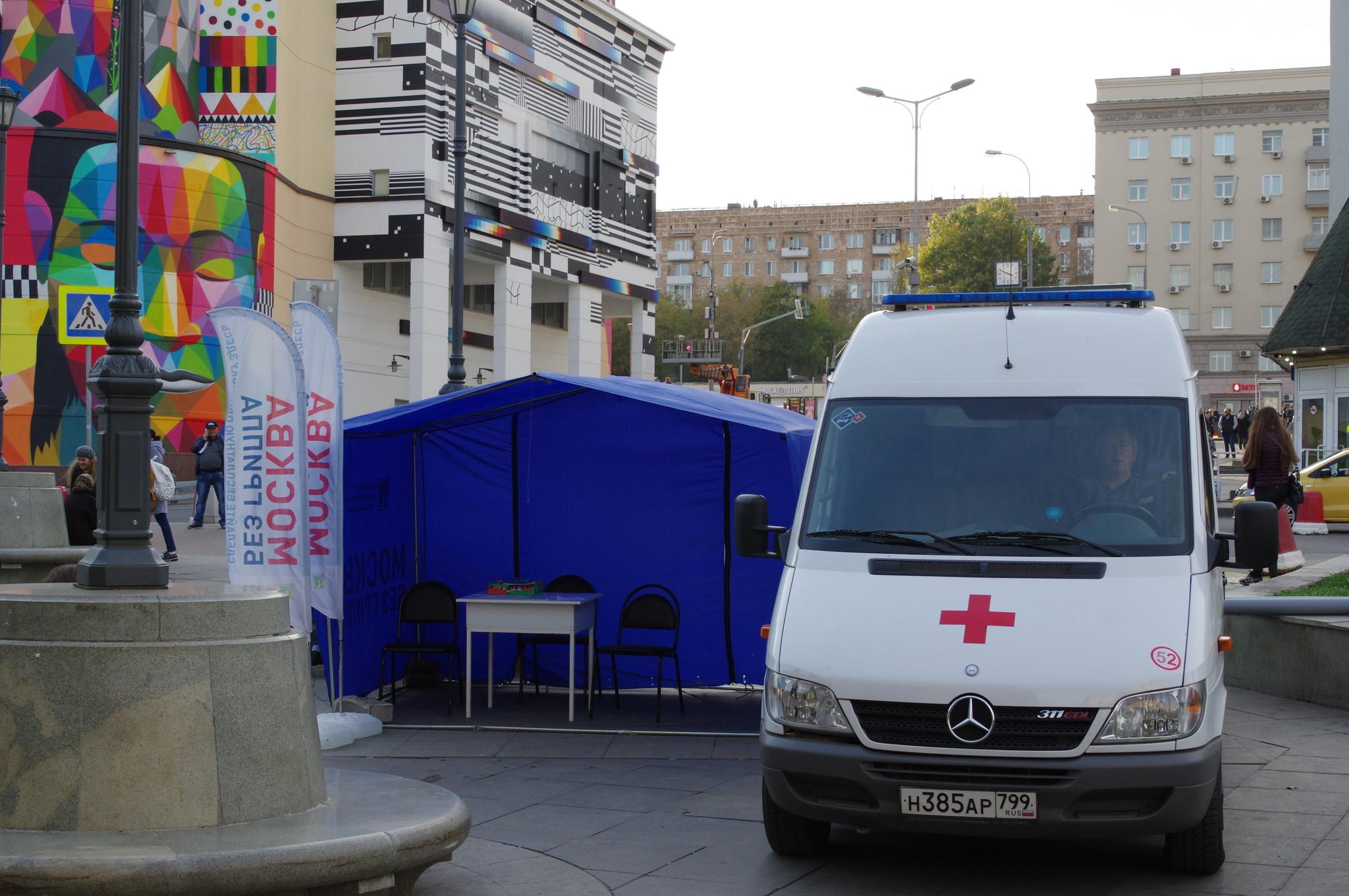 Мобильный пункт вакцинации против гриппа у Курского вокзала