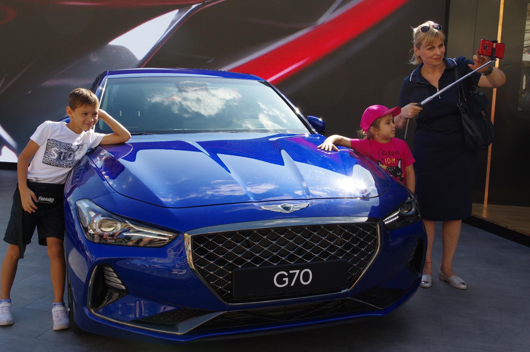 Автомобиль Genesis G70