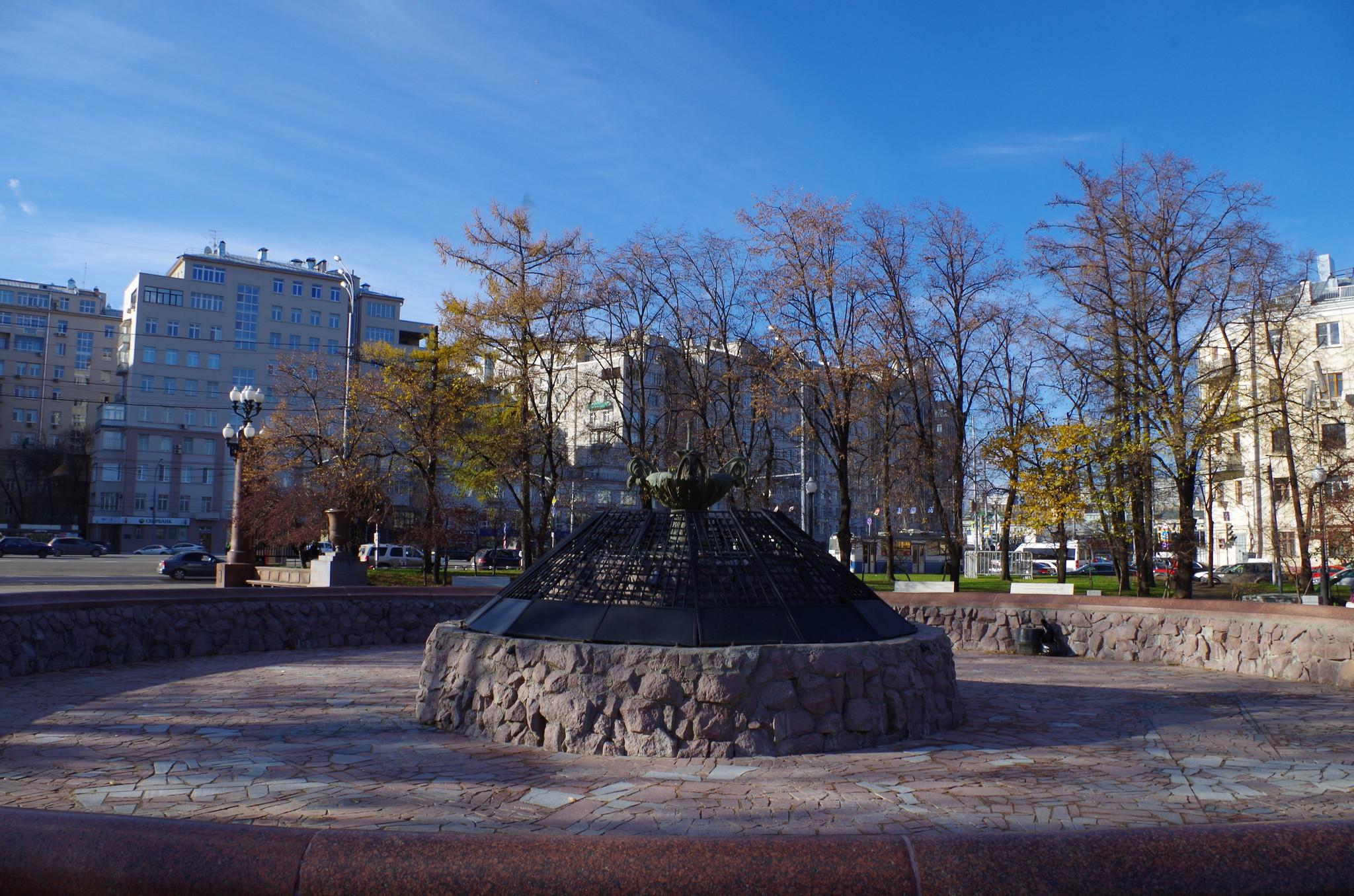 «Болотный» («Репинский») фонтан