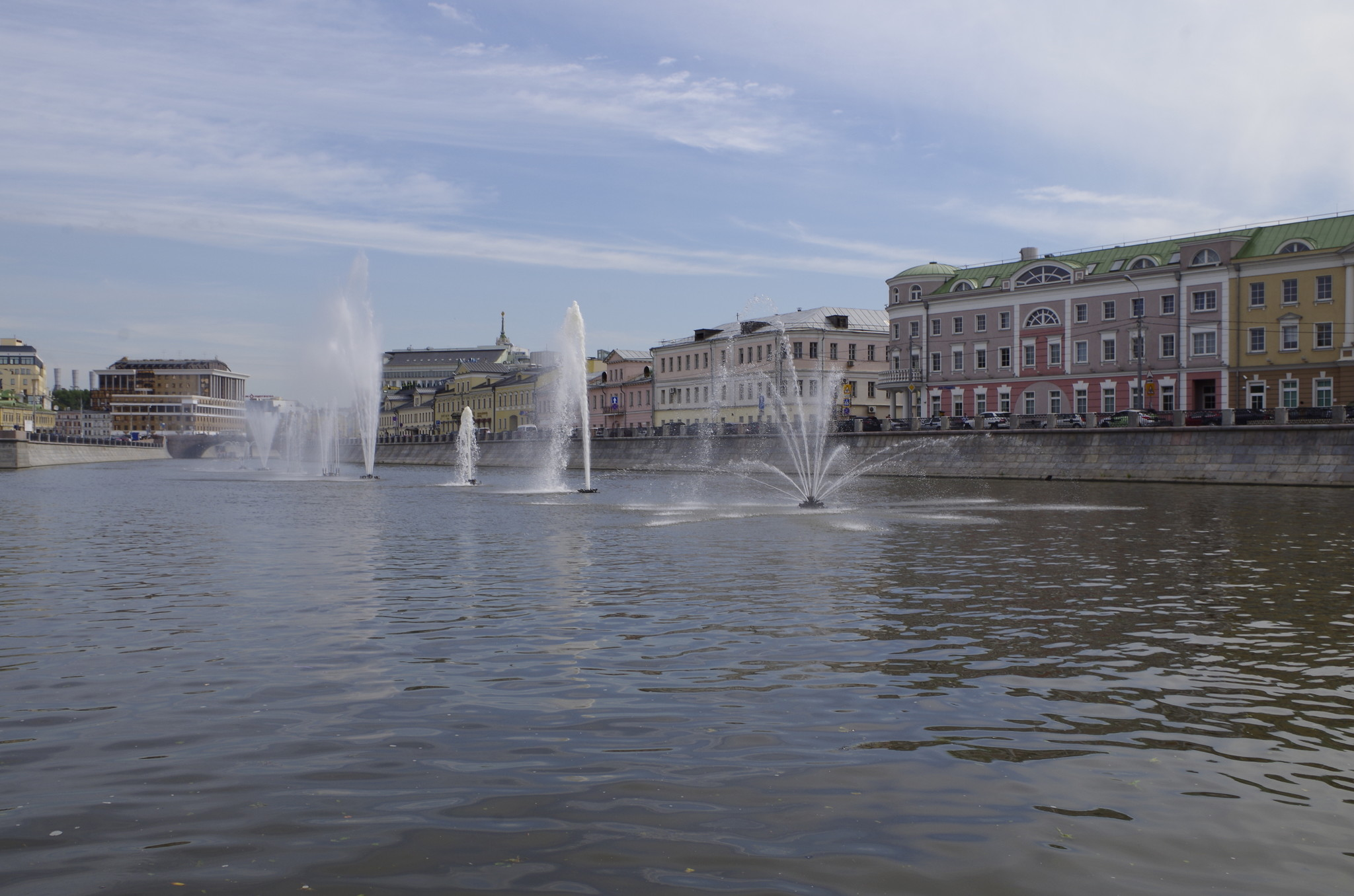 Плавающие фонтаны на Водоотводном канале