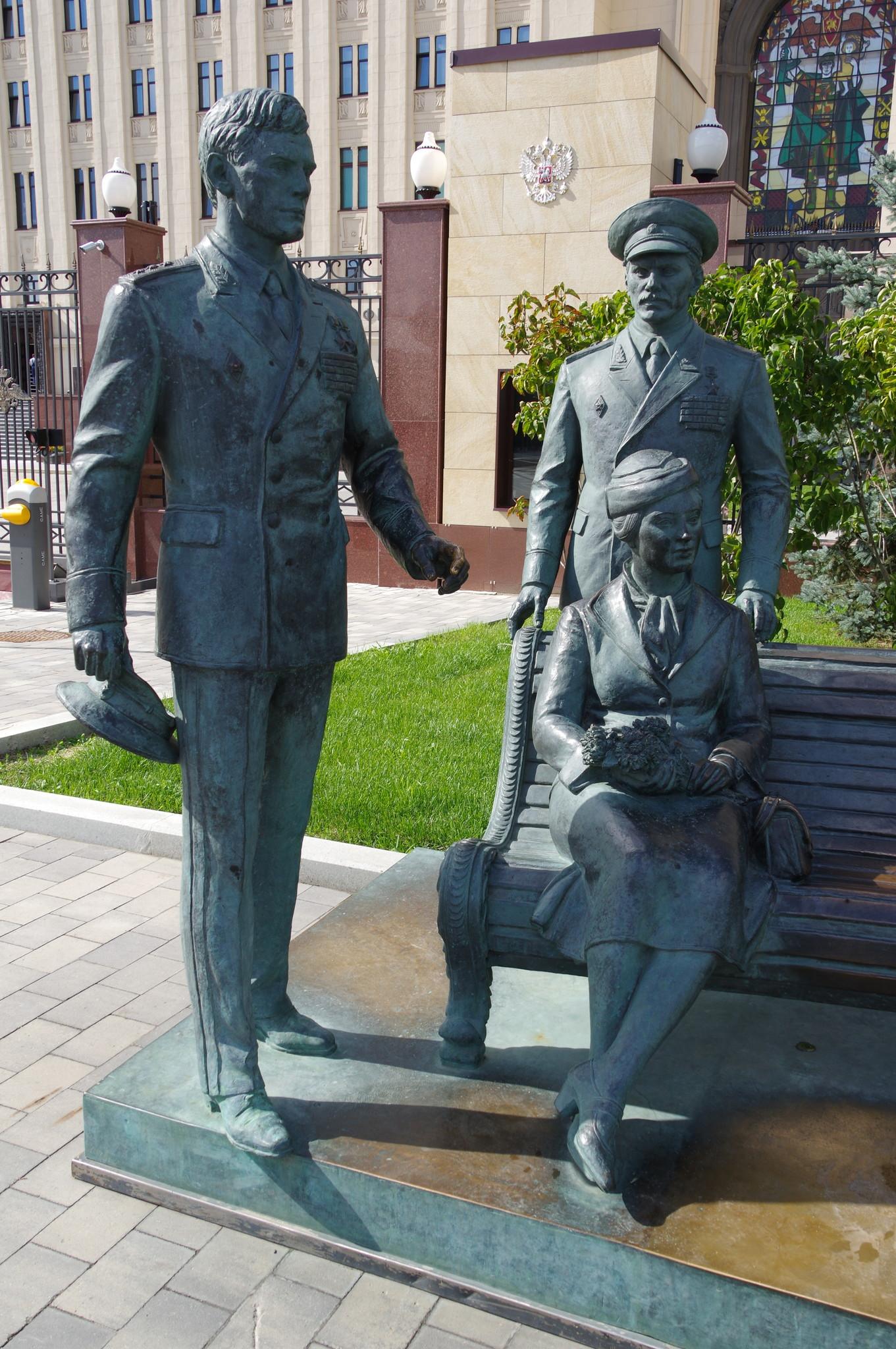 Памятник героям фильма «Офицеры» в Москве