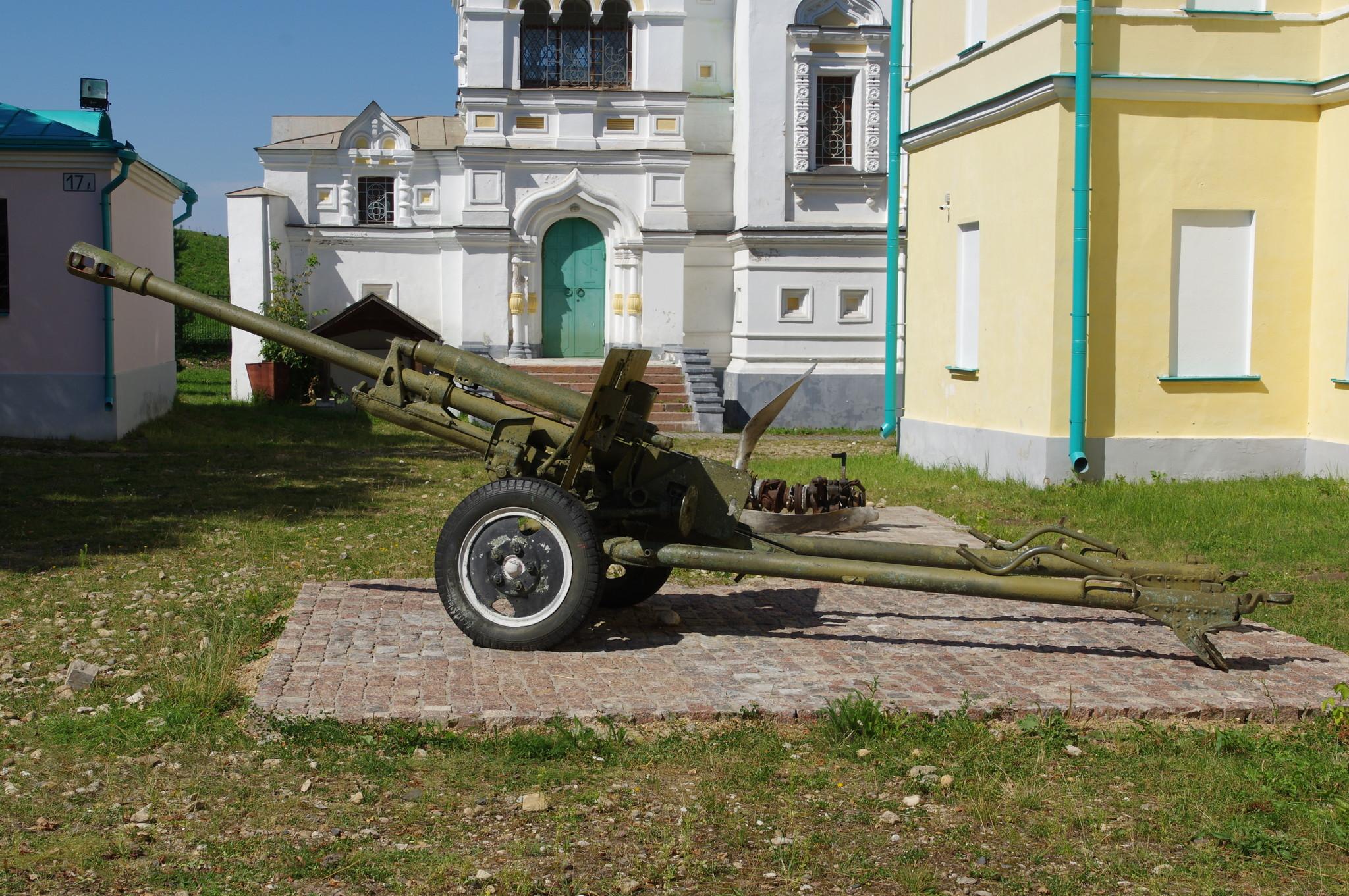 76-мм дивизионная противотанковая пушка ЗИС-3 в Дмитровском кремле