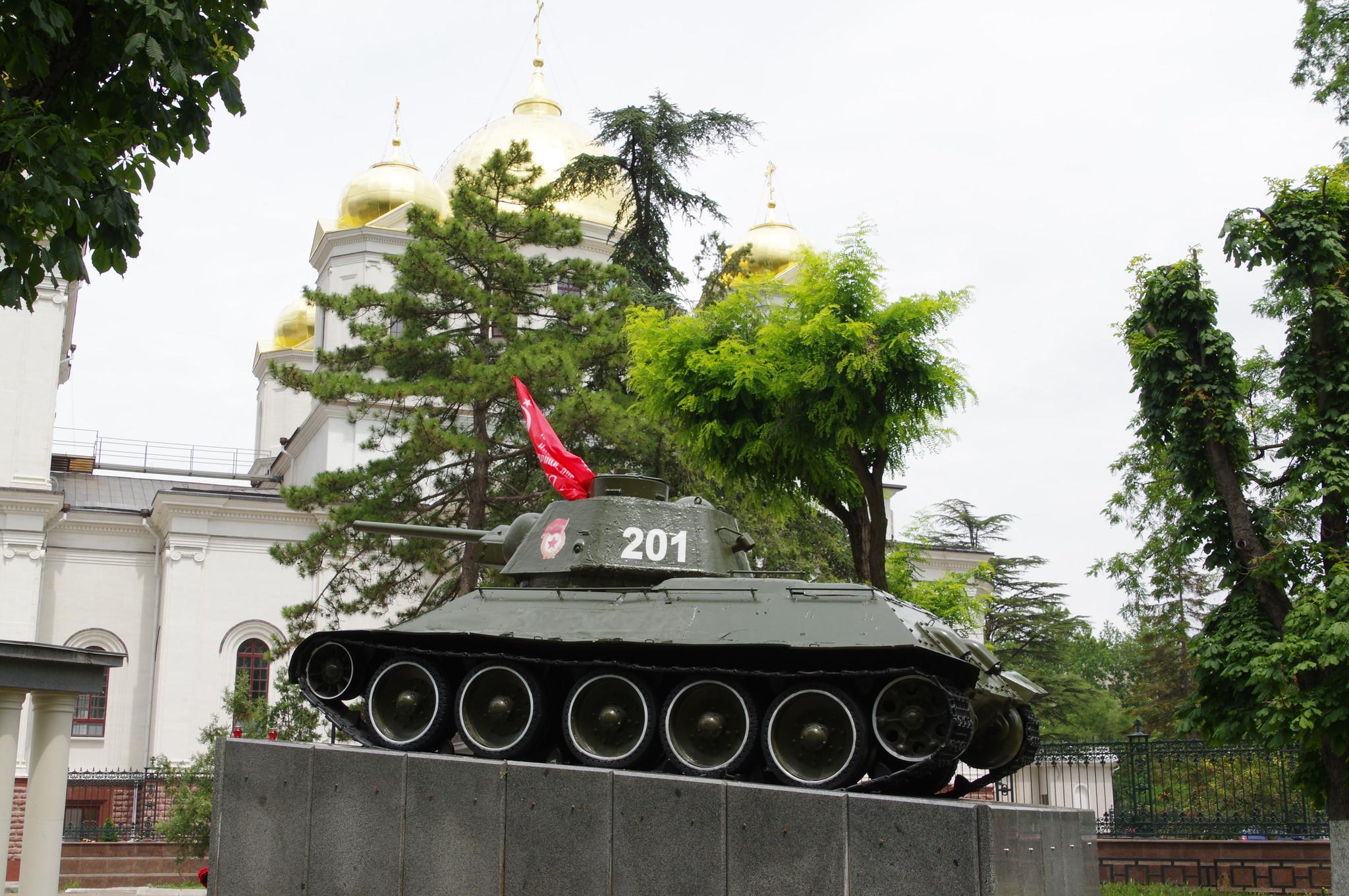 Огнемётный танк ОТ-34 № 201, который одним из первых вошёл в город Симферополь 13 апреля 1944 года