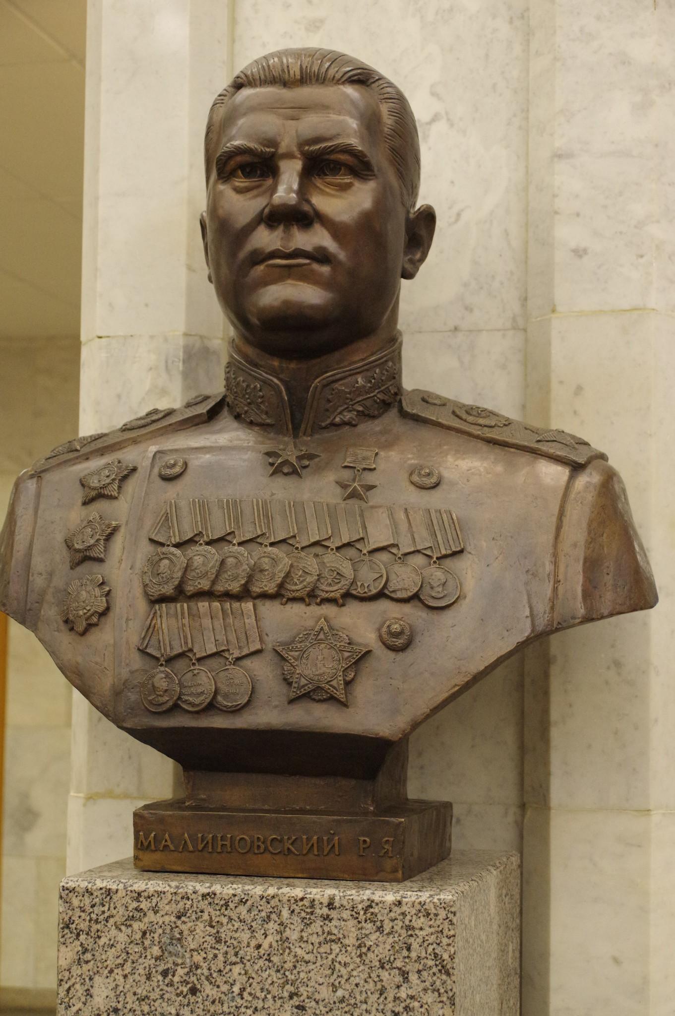 Бюст маршала Советского Союза Родиона Яковлевича Малиновского в Центральном музее Великой Отечественной войны 1941-1945 гг.