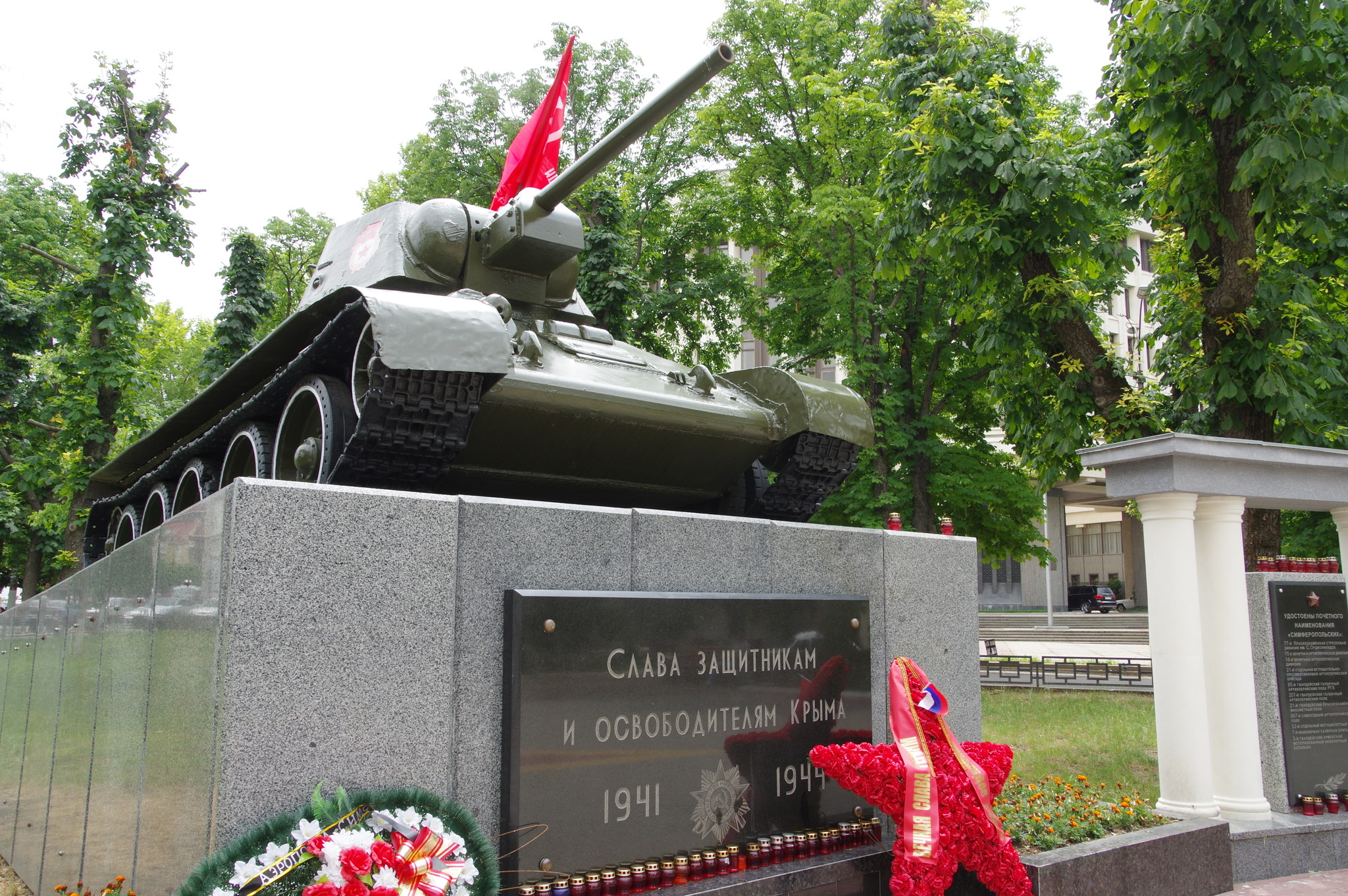 Танк-памятник освободителям Симферополя установленный в 1944 году в Симферополе в Пионерском парке (ныне сквер Победы) в честь освободителей города