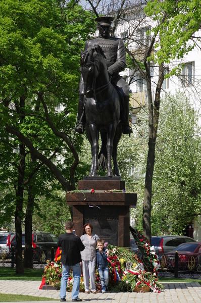 Памятник маршалу Советского Союза Константину Константиновичу Рокоссовскому в Москве